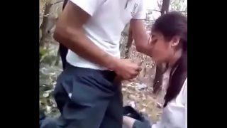 colegiala se traga la leche corrida en su cara